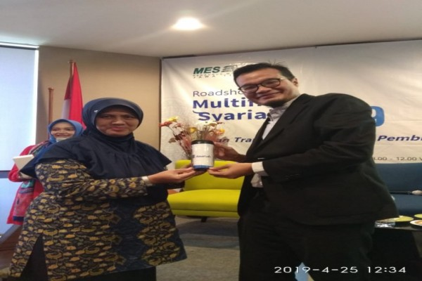 Mahasiswa STEI Kanjeng Sepuh Sidayu Gresik Raih Penghargaan Adira Finance Syariah di Hotel Bonet Sur